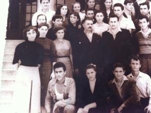 Gojko (l.) mit seinen Schulkameraden in seinem Heimatort Leskovac