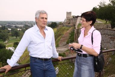 Gojko Mitic mit der Autorin in Belgrad. Hier auf der Kalemegdan-Festung. Foto Boris Trenkel