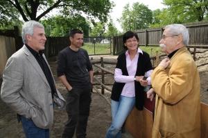 Gojko Mitic und Frank Träger , mit Regisseuer Ralf Losansky zur zur DVD-Reihe zum Film