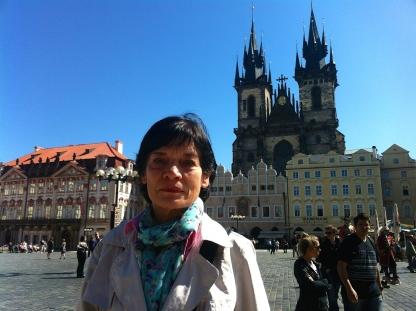 Bärbel auf Altstädter Marktplatz mit Teynkirche_1567